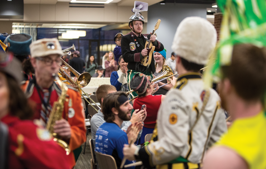 Mucca Pazza surprises campus during dinner.