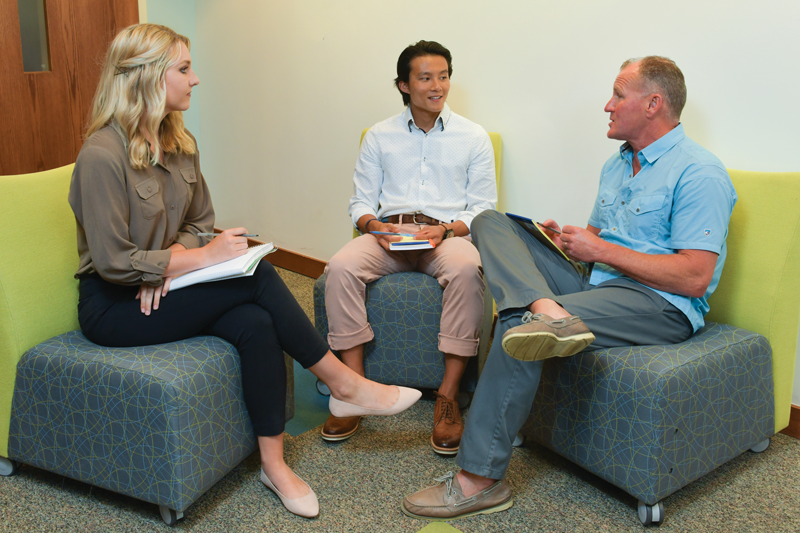 Student consultants chat with Doug Ruch '81